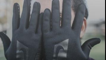 Voetbal handschoenen en scheenbeschermers